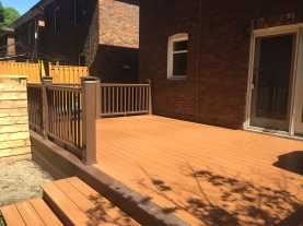backyard-deck-with-premium-hand-rail
